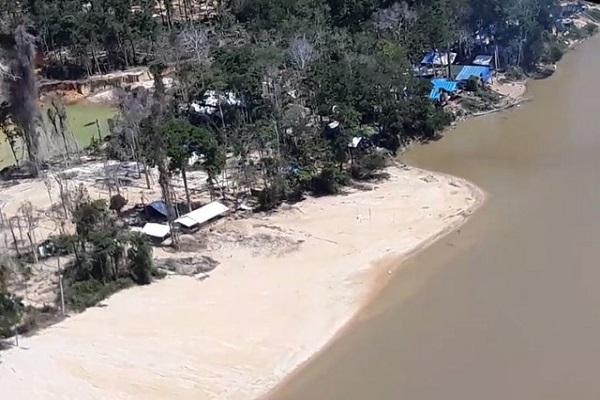 Exército destrói garimpo ilegal e detém 60 pessoas em terra indígena de RR