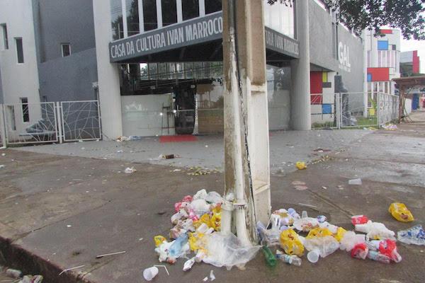 Carnaval: lixo e alienação – Professor Nazareno