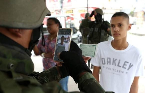 Militares fotografam moradores de favelas no RJ para checar antecedentes