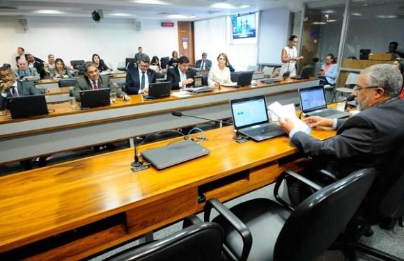 Escolas poderão ser obrigadas a disponibilizar aos alunos exemplares da Constituição e de outras leis