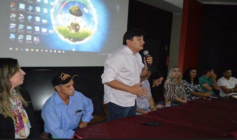 Cleiton Roque participa de encerramento da Undime e parabenizaservidores da educação