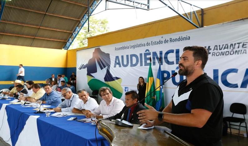 Léo Moraes visita Extrema e participa de audiência pública para debater emancipação do distrito