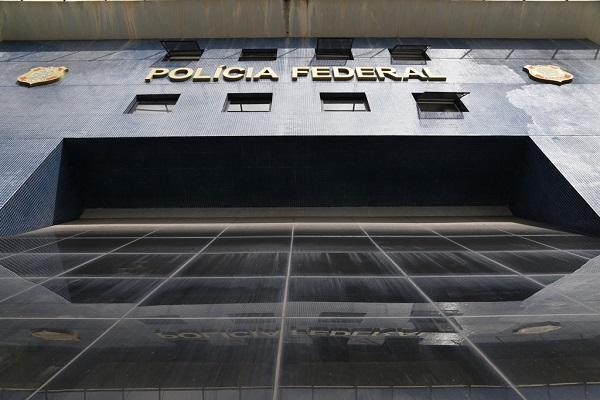 Delegado que investiga políticos no STF entrega cargo após mudança na PF