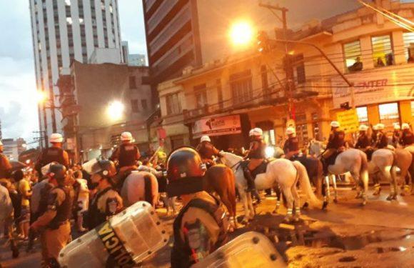 Manifestantes anti-Lula marcham para evento do PT e PM se mobiliza para evitar confronto; Siga AO VIVO