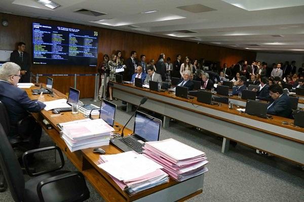 CCJ aprova restrição de uso de carros oficiais