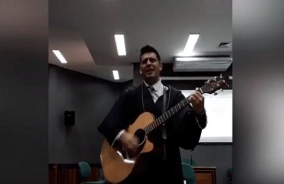 Defensor público toca música da banda O Rappa em Tribunal do Júri; veja vídeo