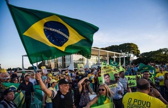 Manifestantes pró e contra Lula fazem ato em frente ao STF
