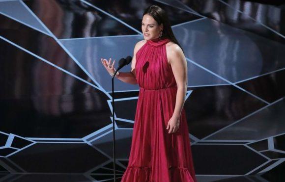 """Prefeito de cidade chilena não entrega prêmio a atriz trans vencedora do Oscar, """"Se temos a identidade de um homem, não podemos entregá-lo a uma mulher"""""""