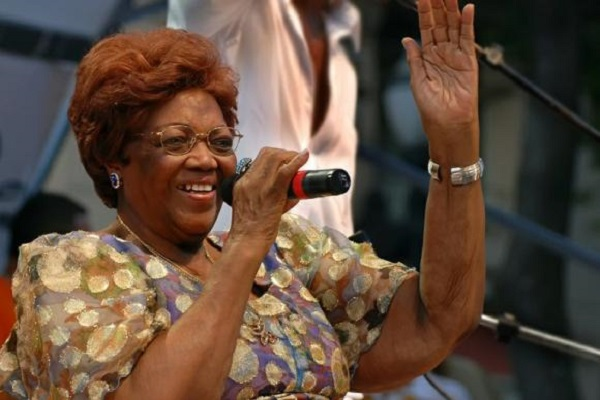 Aos 97 anos, morre no RJ a sambista Dona Ivone Lara
