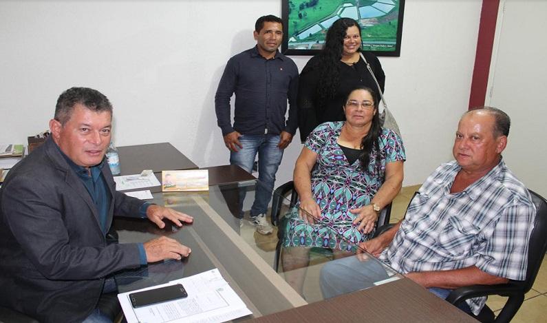 Deputado Edson Martins recebe representantes de associação rural de União Bandeirantes