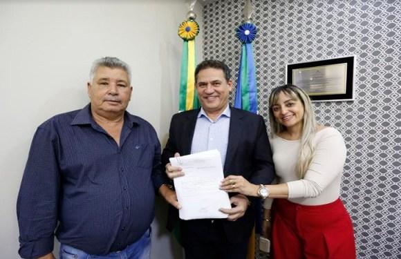 Maurão assegura compra de prancha para transportar maquinário em Mirante da Serra