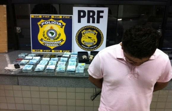 Casal é preso com cerca de R$ 240 mil durante operação no ES
