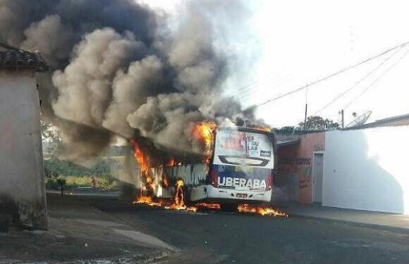 Onda de ataque a ônibus atinge 17 cidades de MG