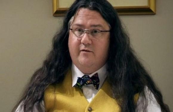 Advogado acusado de fraudes aparece em julgamento fantasiado de Harry Potter