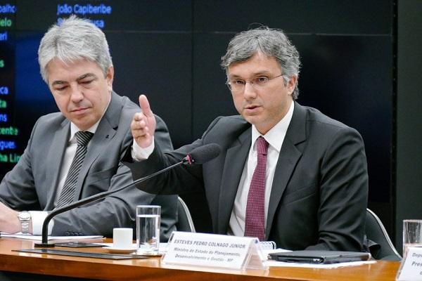 Quem esperar para sacar PIS em agosto receberá até 10% mais, diz ministro
