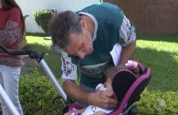 Mesmo com aval médico, criança com paralisia cerebral é impedida de embarcar em avião para fazer consulta