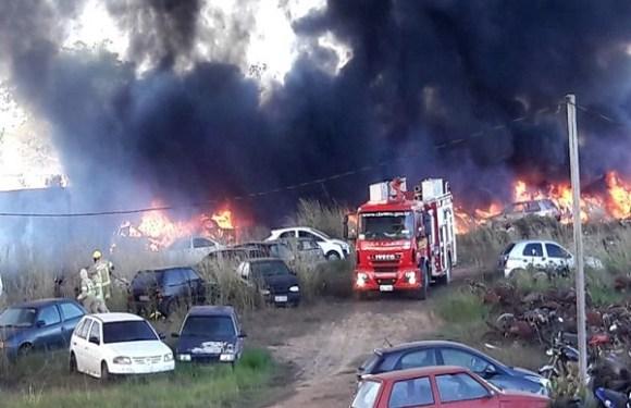 Incêndio de grande proporção atinge depósito da Sesdec em Porto Velho