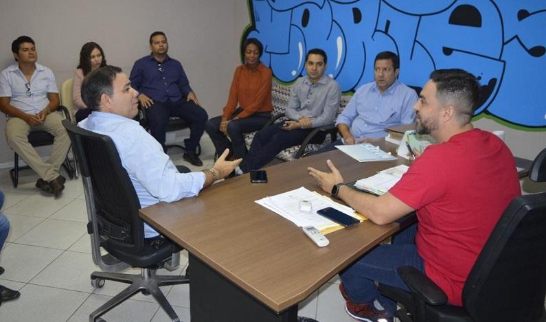 Léo Moraes se reúne com aprovados do concurso da SEFIN