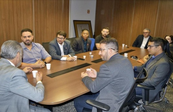 Léo Moraes tem reunião sobre pagamento dos precatórios aos Policiais Civis do estado