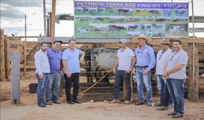 Maurão de Carvalho destaca força do setor produtivo, ao participar de exposição em Espigão do Oeste