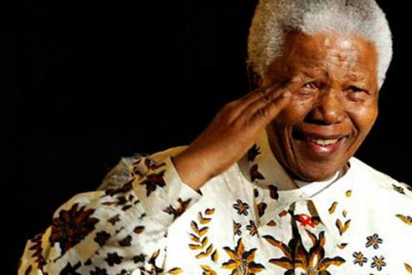 Organização sul-africana leiloa noite na cela de Nelson Mandela