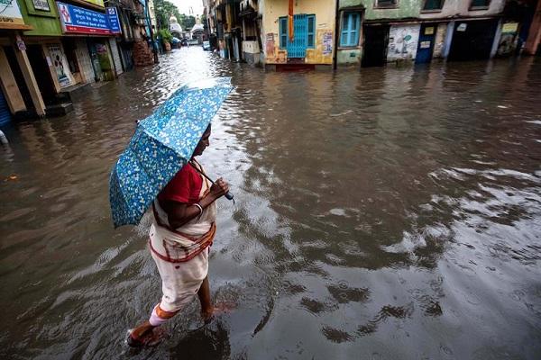 Sobe para 370 total de mortos devido a inundações na Índia