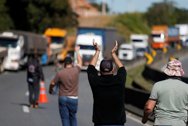 Caminhoneiros iniciam novo protesto após decisão de Fux
