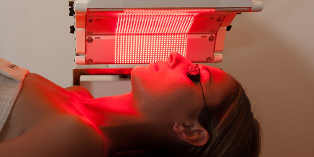 Pros and Cons of Red Light Therapy