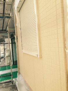 1階のサイディング壁のガイナ塗装です。 北面