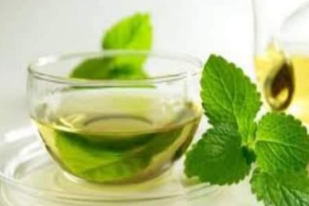 فوائد الشاي الأخضر في تغذية الشعر وتطويله وتنعيمه وعلاج مشكلاته