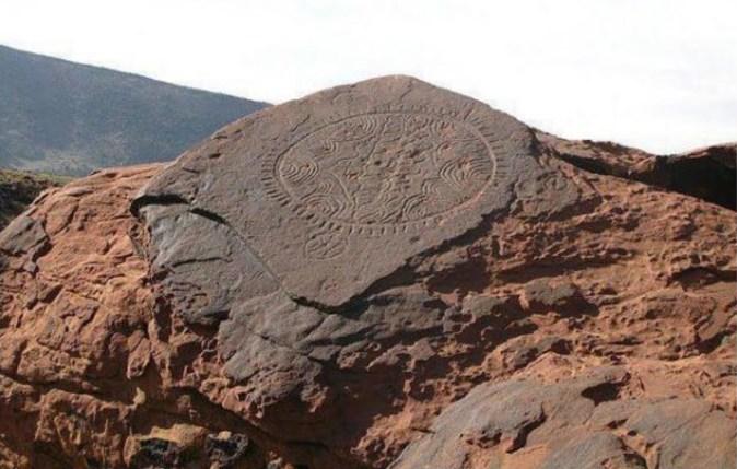 gravurerupestre-plateaux-yagour-haut-atlas-maroc_neocultureamazighe-blog-lemonde-fr