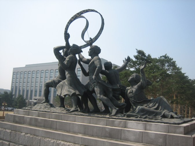 seoul-yeouido-national_assembly_building-sculpture-01