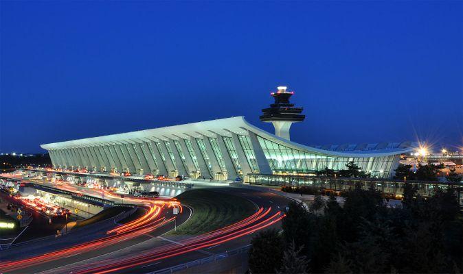 1280px-Washington_Dulles_International_Airport_at_Dusk