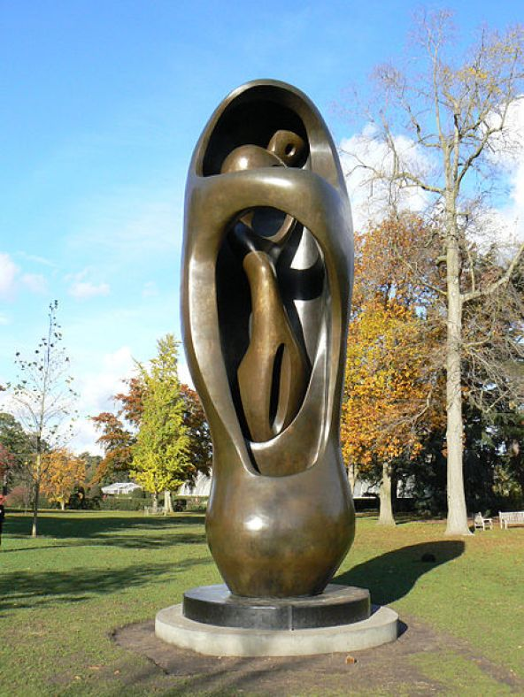 450px-henry_moore_at_kew_gardens_563