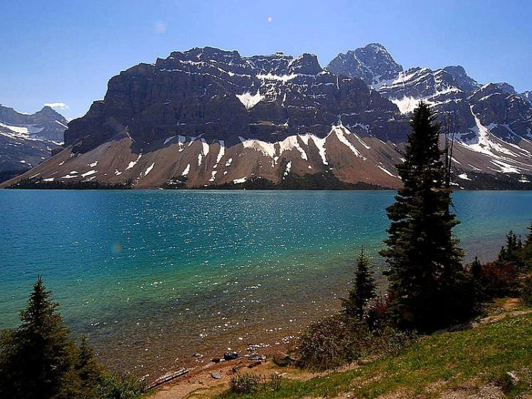 800px-Jasper_Canada_lakes_mountains