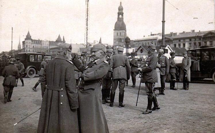 german_officers_riga_ww1
