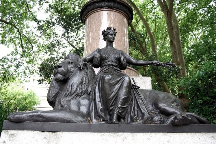 statue-357268_960_720