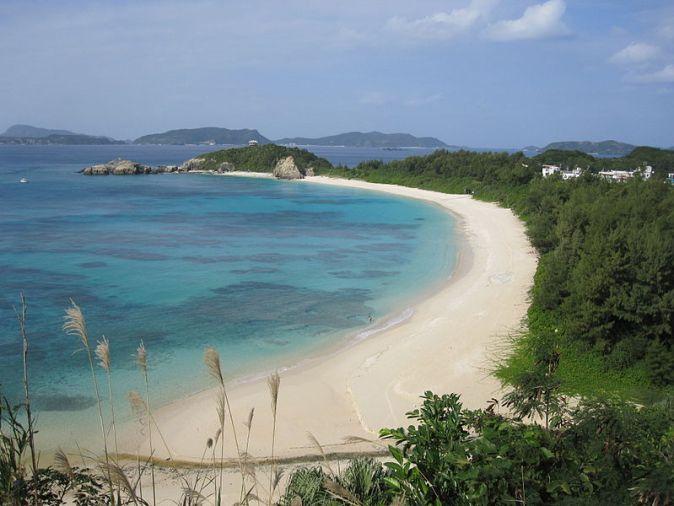 800px-Aharen_Beach_On_Tokashiki_Island_2009_(7373)