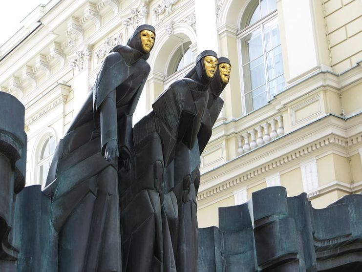 Lithuanian_National_Drama_Theatre_statues