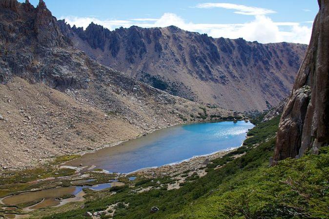 800px-Argentina_-_Frey_climbing_08_-_Frey_Lake_(6815885306)