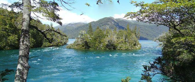 Parque_Nacional_Los_Alerces_-_Chubut_-_Argentina_-_panoramio_(2)