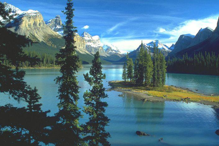800px-Spirit_Island,_Maligne_Lake,_Jasper_NP