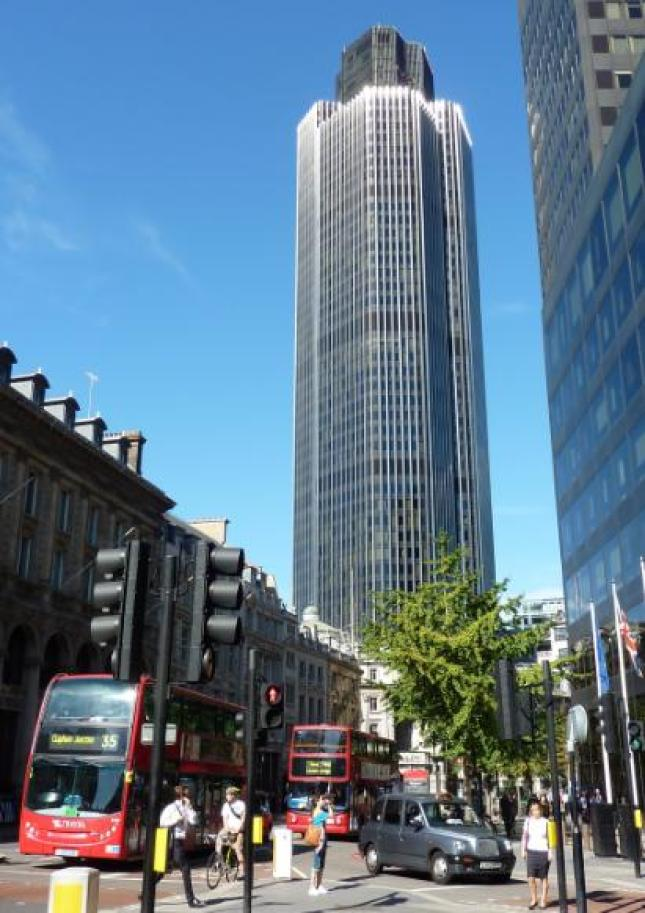 Tower_42_with_red_bus_and_black_cab