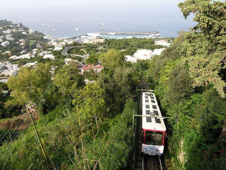 800px-Capri-train