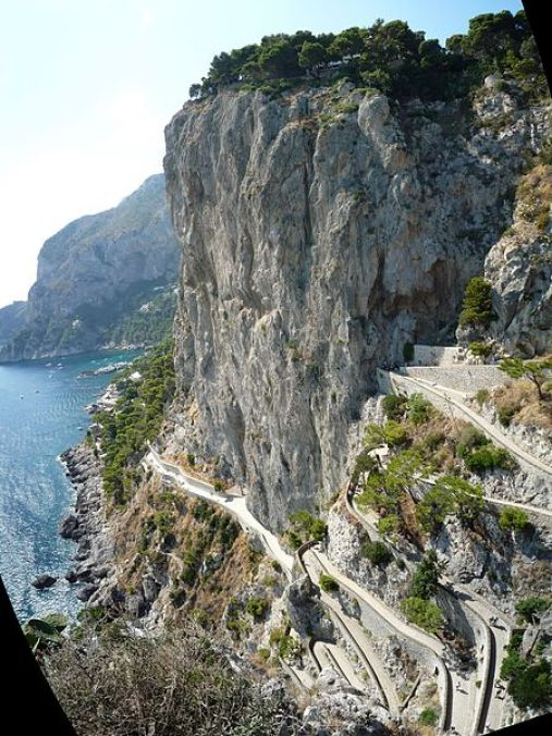 Capri_-_steep_walk_to_Marina_Piccola_-_panoramio