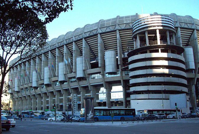 800px-Estadio_Santiago_Bernabéu_05