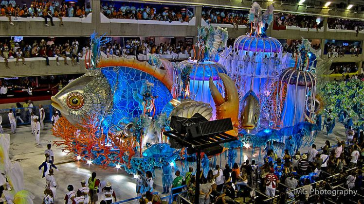 Carnival_of_Rio_de_Janeiro_2011_-_2nd_Float-_Oceans,_The_Cradles_of_Life_(6922145917)