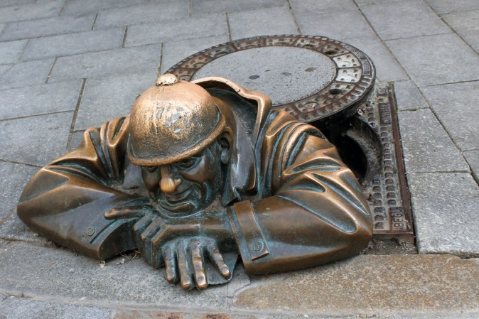 bratislava_channel_sculpture_slovakia_funny_bronze-1108483.jpg!d