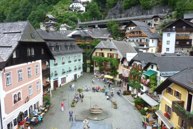 hallstatt_austria_town_market_square_people_buildings_shopping_stores-1352834.jpg!d
