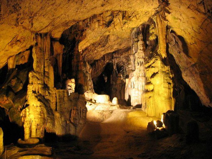 800px-Grotte_d'Osselle_2